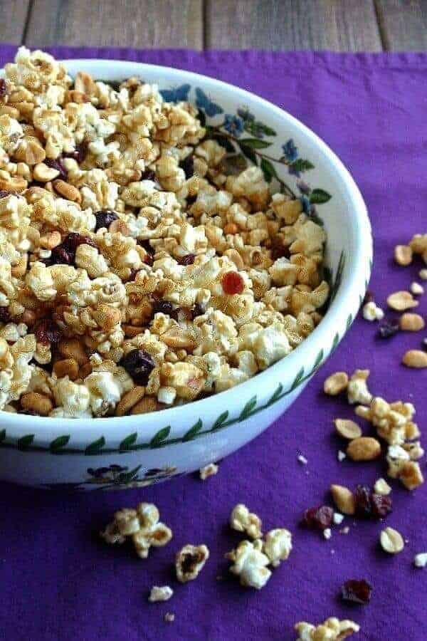 Caramel popcorn in a serving bowl