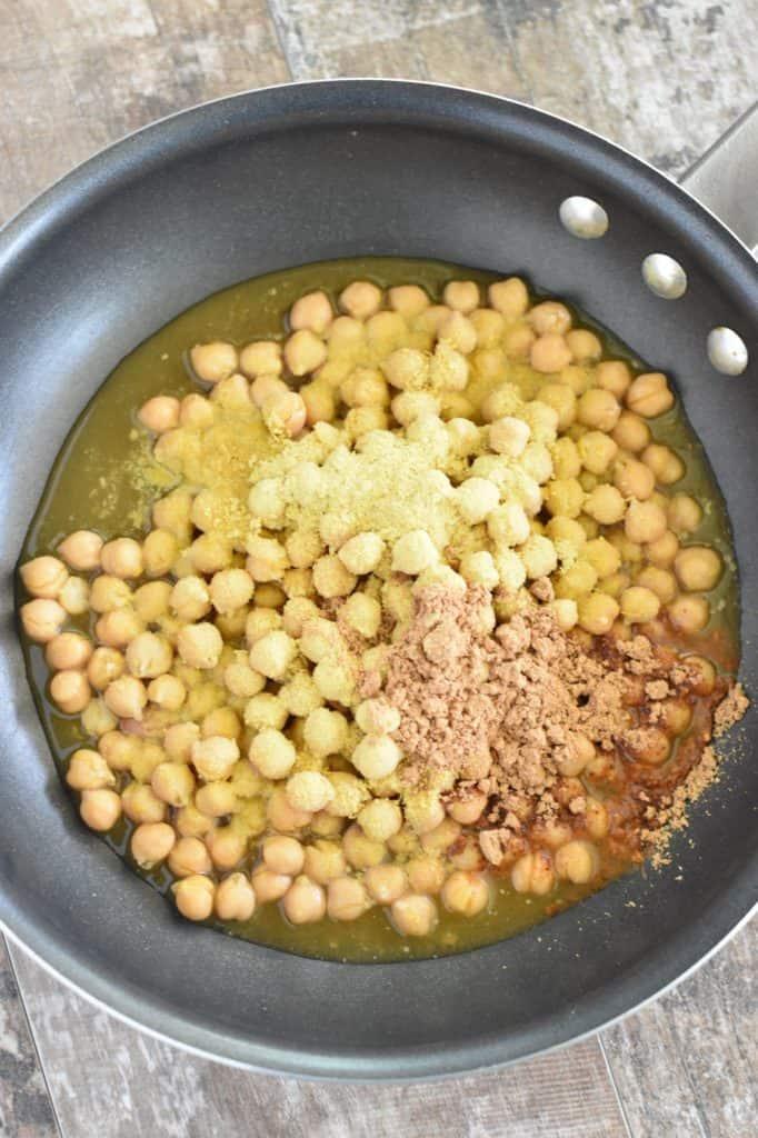chickpeas, vegetable broth and seasonings in a pan